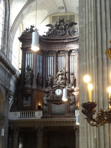 Organ with 7000 pipes.  You used to be able to go up and watch the organist but for security reasons they shut that down.