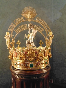 Spain's most valuble crown - 11,000 precious stones and the world's largest pearl(just under the angel)